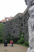 Die Tropfsteine wurden aus Dachziegeln gefertigt, die mit Kalkputz beträufelt wurden