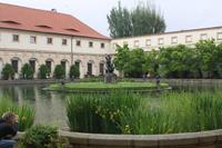 Großer Teich und Reiterschule im Wallenstein-Garten