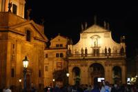Links die Franz-von-Assisi-Kirche, vorne die Salvatorkirche