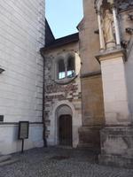 romanisches Fenster im Verbindungsbau des Palastes zur Kathedrale in Olmütz