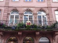 Mainz, blumengeschmückter Balkon