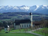 Bald sehen wir die Berge der Bayrischen Alpen