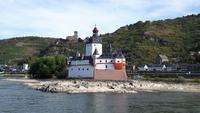 die Burg Pfalzgrafenstein, sie steht auf einer kleinen Insel mitten im Rhein