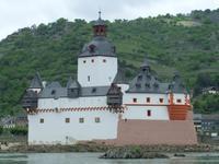 Die Pfalz mitten im Rhein