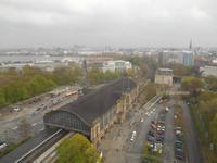 Ausblick von der 15. Etage des Radisson BLU Hotels auf den Dammtor-Bahnhof