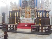 Altar mit Schauwand und Skelett-Reliquien in Waldsassen
