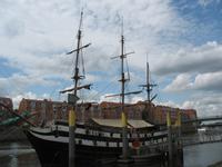 Schiff am Weserufer