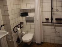 Grosszügige Toiletten im Hotel