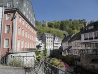 Eindrücke aus Monschau. Links im Bild das Rote Haus.