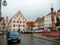 034-Ehrlerplatz mit Rathaus und Brunnen