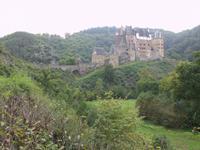 Burg Eltz in ihrer ganzen Pracht