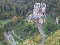 Blick hinunter zur Burg Eltz