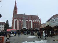 Würzburger Weihnachtsmarkt vor der Marienkapelle
