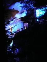 Feuershow am Wasserfall beim Triberger Weihnachtszauber