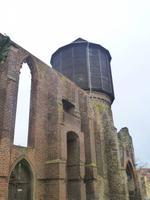 Bautzener Wasserturm mit der Ruine der Mönchskirche