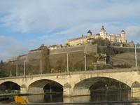 Löwenkopfbrücke und Festung Würzburg