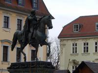 Das Bronze-Reiterstandbild zeigt Carl August - Herzog und späteren Großherzog von Sachsen-Weimar