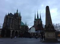 vor dem Erfurter Domhügel