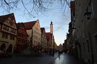 018 Rothenburg - Herrngasse mit Rathaus