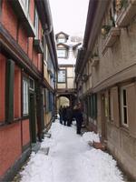 Im engen Schuhhof Quedlinburgs