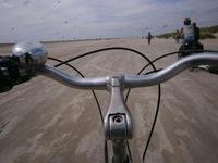 Eberhardt Gaeste bei der Radtour am Strand auf Fano