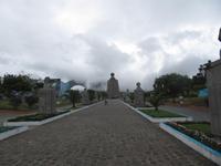 Quito -  am Äquator - Äquatordenkmal