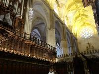 Kathedrale Santa Maria de la Sede mit ihrem bekannten Glockenturm Giralda in Sevilla (6)