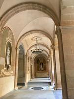 Gang im Kloster Montserrat