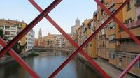 Blick auf Girona von der Gustave Eiffel Brücke