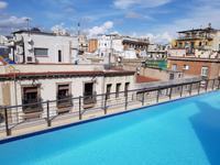 Pool im Hotel Barcelona Catedral (1)