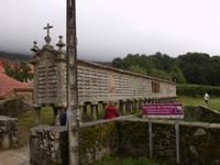 Hórreo de Carnota - mit 34 m der längste der galicischen Speicher