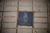 Das M für melilla in den Buchstaben seiner vier wichtigsten Kulturen: Sanskrit - Arabisch - Hebräisch - Latein