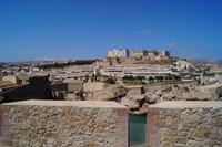 Blick über die Festungsmauern von Melilla auf den Parador