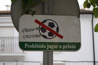 Verbotsschild in El Bosque mit Graffiti Verbieten verboten