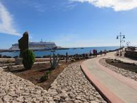 Mole am Hafen von Puerto del Rosario