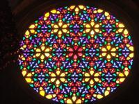 Die beeindruckende Fensterrose der Kathedrale