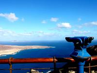 Blick vom Mirador del Rio auf die Insel Graciosa