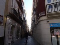 Schmale Straßen schützen im Sommer vor zu viel Sonne in Cádiz