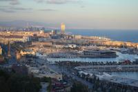 Blick vom Montjuïc auf den Hafen