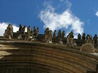 Dijon, Bauplastik am Westportal der Kirche Notre-Dame