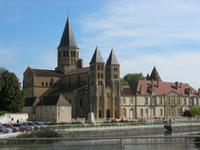 Paray-le-Monial, Blick über die Bourbince zur Wallfahrtskirche Notre Dame Sacre Cœur