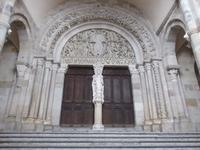 Eingangsportal der Kathedrale von Autun mit berühmtem Tympanon