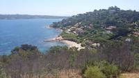 Blick auf eine kleine Bucht bei St. Tropez