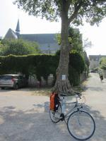 Fahrrad vor der Basilika von St-Dyè-sur-Loire