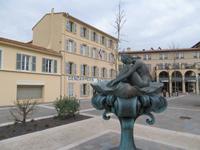 Brigitte Bardot  Brunnen St. Tropez