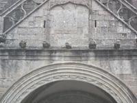 Locronan, Wasserspeier an der Kirchenfassade