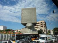 ein futuristisches Bürogebäude in Nizza