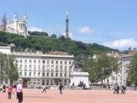 Lyn, Place Belcour und Basilika