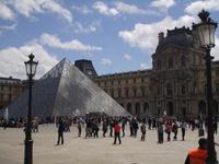 Die Pyramide des Louvre
