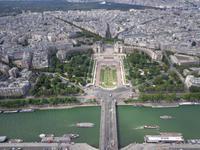 Blick vom Eiffelturm auf die Ponte Iena und zum Trocadero